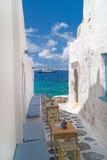 在Mykonos海岛上的传统希腊胡同 库存图片