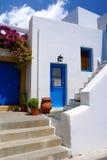 在Mykonos海岛上的传统希腊胡同 免版税库存图片