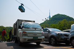 在N汉城塔,汉城,韩国的缆车 库存图片