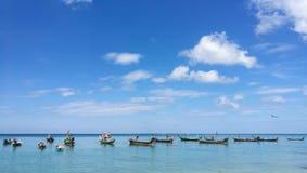 在Naiyang海滩Phuget泰国的渔夫小船 库存照片