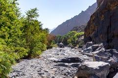 在Nakhr旱谷-阿曼的艰苦跋涉 免版税库存照片