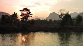 在Nam歌曲河的日落 库存图片