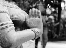 在namaste的印地安妇女雕象 库存照片