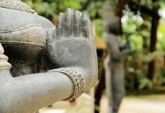 在namaste的印地安妇女雕象 图库摄影