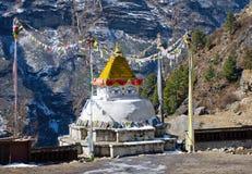 在Namche市场,尼泊尔的佛教stupa 库存图片