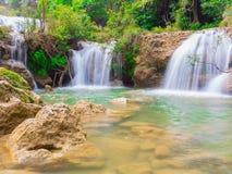 在Namtok thi Lo Su瀑布国家公园, Umphang,来兴府泰国的深森林瀑布 库存照片