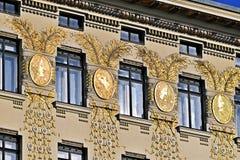 在Naschmarkt附近的奥多Wagner议院在维也纳,奥地利 库存图片