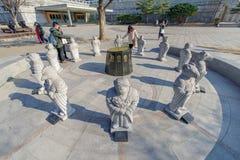 在nat的2017 12月6日,旅游观看的中国黄道带石头雕象 库存照片
