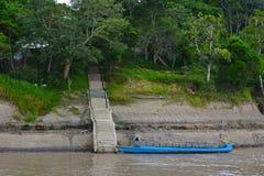 在Nauta靠码头的水出租汽车,秘鲁附近 免版税库存照片