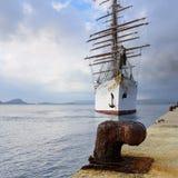 在Navarino海湾,希腊的豪华旗鱼海云彩 免版税库存图片