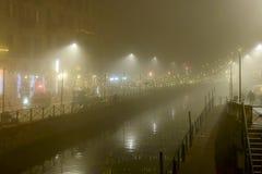 在Naviglio的大雾重创在Xmas时间,米兰,意大利 库存照片