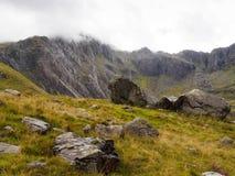 在nearTryfan Ogwen的谷,威尔士的山 免版税库存图片