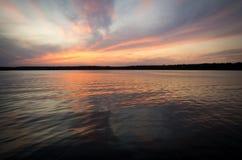 在Necko湖, Masuria,波兰的Colorfull日落 免版税图库摄影