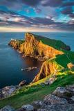 在Neist点灯塔的美好的日落,苏格兰,英国 免版税库存照片