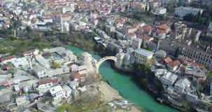 在Neretva河的莫斯塔尔老桥梁 免版税图库摄影