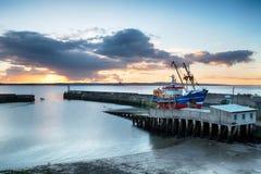 在Newlyn港口的日出 免版税库存照片