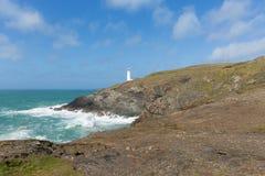 在Newquay和Padstow英国海大厦之间的Trevose灯塔北部康沃尔郡海岸 免版税库存图片