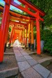 在Nezu寺庙的鸟居门在东京,日本 图库摄影