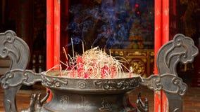 在Ngoc儿子寺庙的香火棍子 免版税库存照片