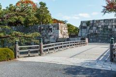 在Nijo城堡的桥梁在京都 免版税库存照片