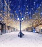 在Nikolskaya街道上的圣诞装饰 中心莫斯科 莫斯科季节 装饰新年度 冬天 免版税库存图片