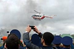 在Noginsk俄罗斯的抢救中心EMERCOM的范围的直升机紧急医疗援助EU-145国际沙龙`的Integr 免版税库存图片