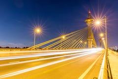 在Nonthaburi泰国日落的桥梁 免版税库存照片