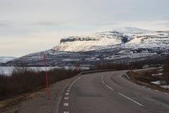 在nord的瑞典拉普兰使柏油路环境美化的图片 库存照片