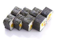 在nori的寿司卷用三文鱼被隔绝的乳酪和菜 免版税库存照片