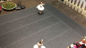在Northpark达拉斯的跳芭蕾舞者表现2017年 股票录像