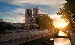 在Notre Dame的黎明 库存照片