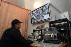 在Novodevichy女修道院的保护的警察 Novodevichy Bogoroditse-Smolensky修道院-正统女修道院在D的莫斯科 库存照片