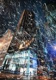 在NYC的冬天 曼哈顿晚上 免版税库存照片