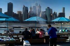 在NYC的午餐时间BBQ 库存照片