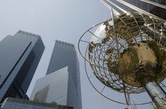 在NYC的哥伦布圈子与地球结构 免版税图库摄影