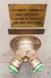 在NYC的金黄消防龙头喷水隆头连接 免版税库存照片