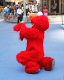 在NYC的Elmo 免版税图库摄影