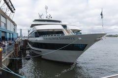 在NYC的Hornblower无限游览小船 库存照片
