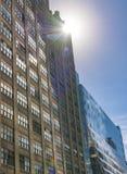 在NYC Skycrapers上的太阳 免版税库存照片