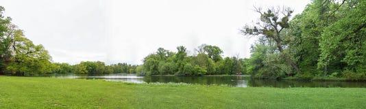 在Nymphenburg宫殿附近的公园在慕尼黑在巴伐利亚 免版税图库摄影