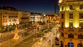 在O `康内尔街上的夜视图在都伯林,爱尔兰 香港邮政总局GPO和尖顶在背景中 免版税库存照片