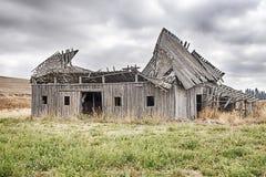 在Oakesdale之外的老谷仓 免版税库存照片