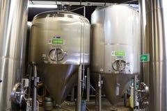 在Oakshire酿造的不锈钢容器 库存照片