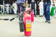 在Octobe的基本的消防和撤离消防训练训练 免版税库存照片