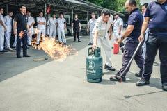 在Octobe的基本的消防和撤离消防训练训练 库存照片