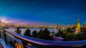 在Odaiba码头,东京的美妙的日落 免版税库存照片