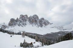 在Odle (意大利)的冬天风景 免版税库存图片