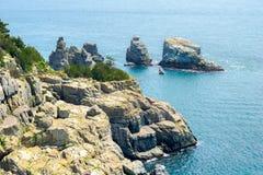 在Oedo Botania加登岛附近的岩石小岛在Hallyeo Haesang全国海岸公园 免版税图库摄影
