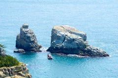 在Oedo Botania加登岛附近的岩石小岛在Hallyeo Haesang全国海岸公园 免版税库存图片