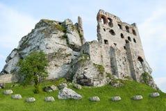 在Ogrodzieniec的中世纪城堡,波兰 免版税库存图片